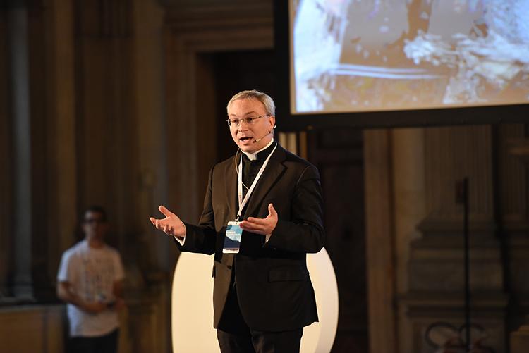 Don Alessio Geretti: l'arte è occasione di sviluppo sociale