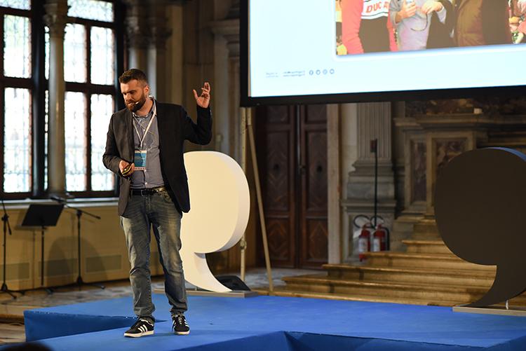 Federico Favot racconta sempre la stessa storia (o forse no). Come cambiare il mondo con un cubo.