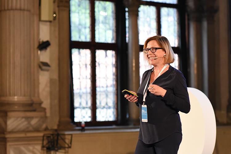 """""""Comunicare significa incontrarsi, senza scuse. Basta rompere le bolle."""" Cit. Barbara Sgarzi"""